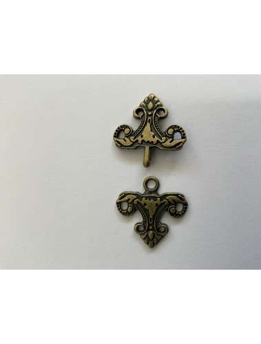 Clasp Triangle gold or silver