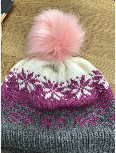 Snowflakes hat pattern
