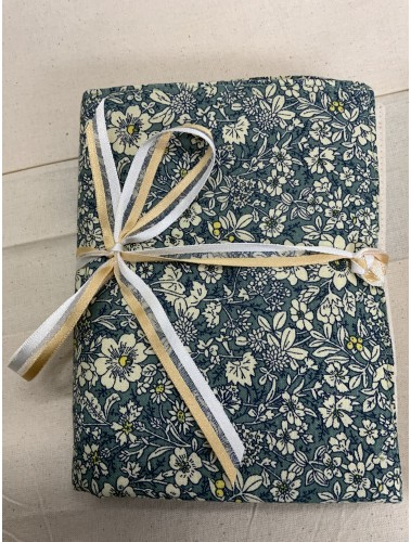 Needle case for interchangable needles and crochet hooks